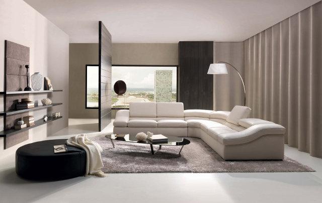Перегородка делит пространство гостиной на зоны