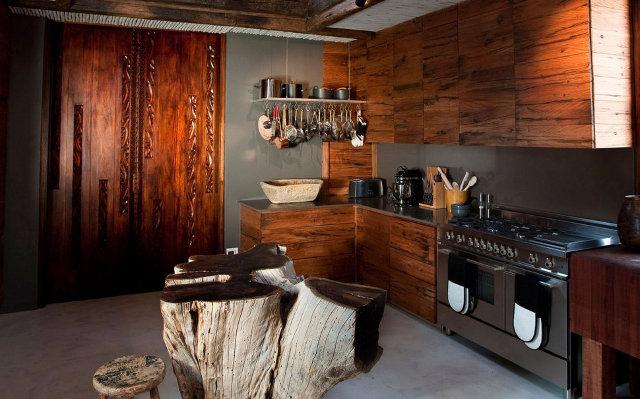 Красивая кухня оформленная в африканском стиле
