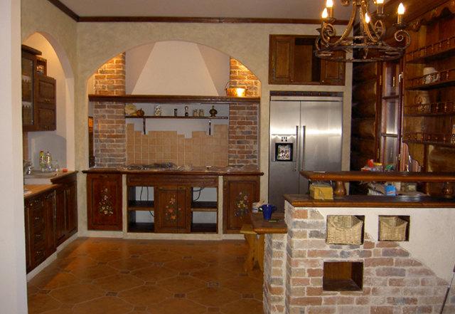 Кухня в деревенском стиле с барной стойкой