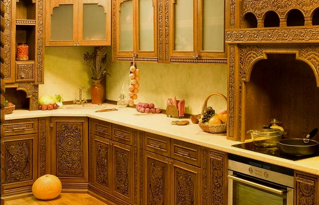 Мебель в интерьере кухни в русском стиле