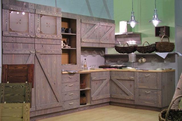 Современный взгляд на кухонный гарнитур в русском стиле