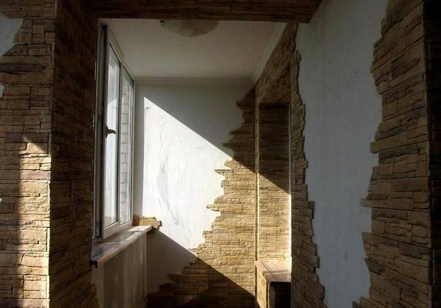 Отделка балкона декоративным камнем фото