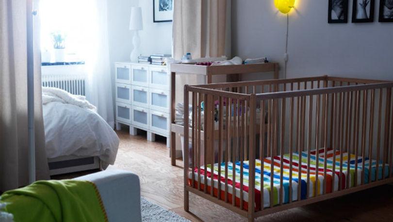 Интерьер однокомнатной квартиры с детской для грудного малыша