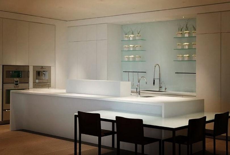 На кухне царствует сочетание хай-тека и минимализма
