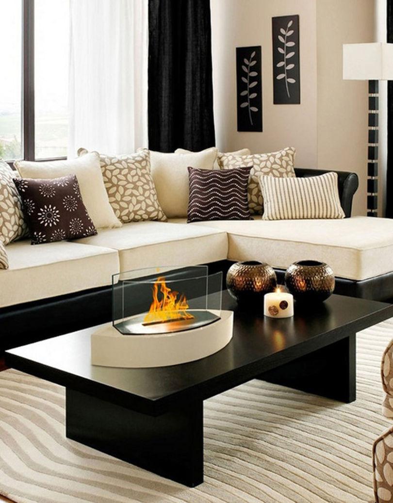 Стильный бело-бежевый ковер в интерьере гостиной