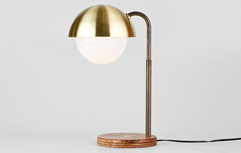 Латунная настольная лампа Dome от бренда Allied Maker