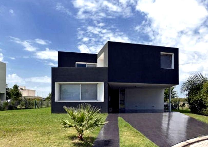 Маленький двухэтажный дом с плоской крышей