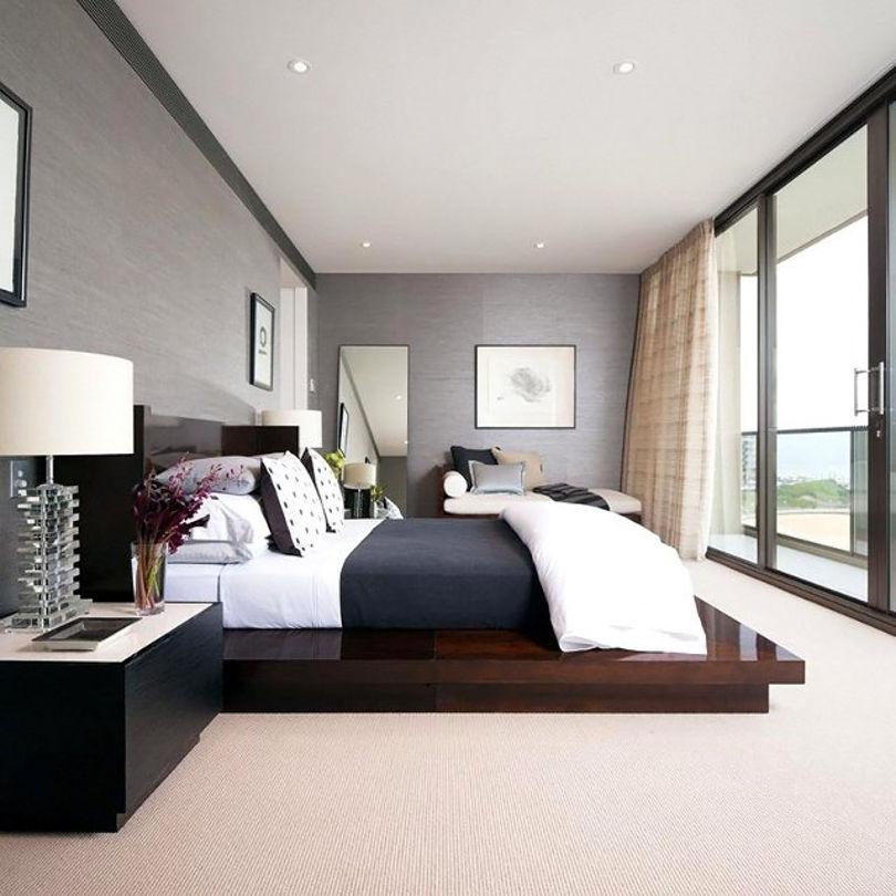 """Спальня с большими окнами """"в пол"""""""