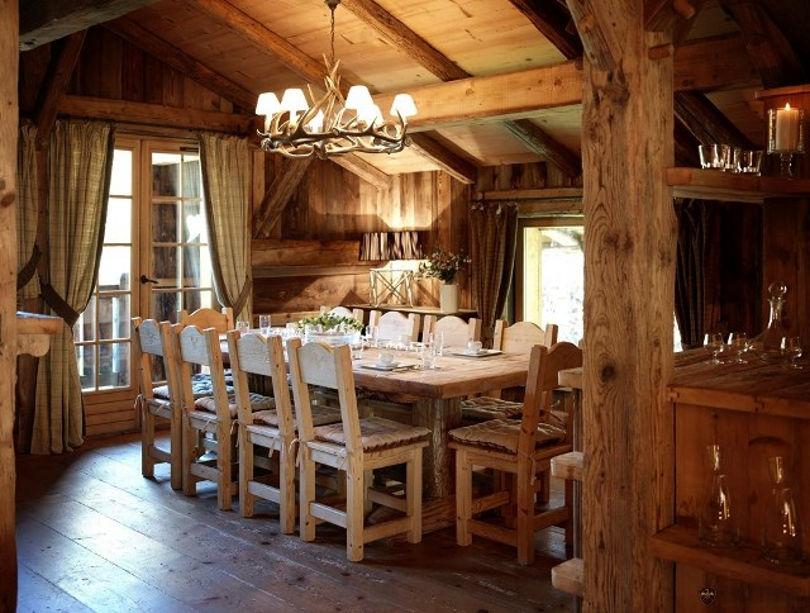 Интерьер столовой-гостиной в стиле шале