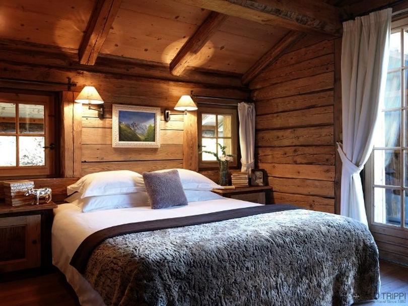 Спальня оформленная в стиле шале