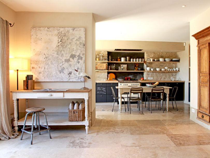 Кухня-столовая проста, но необыкновенно уютна
