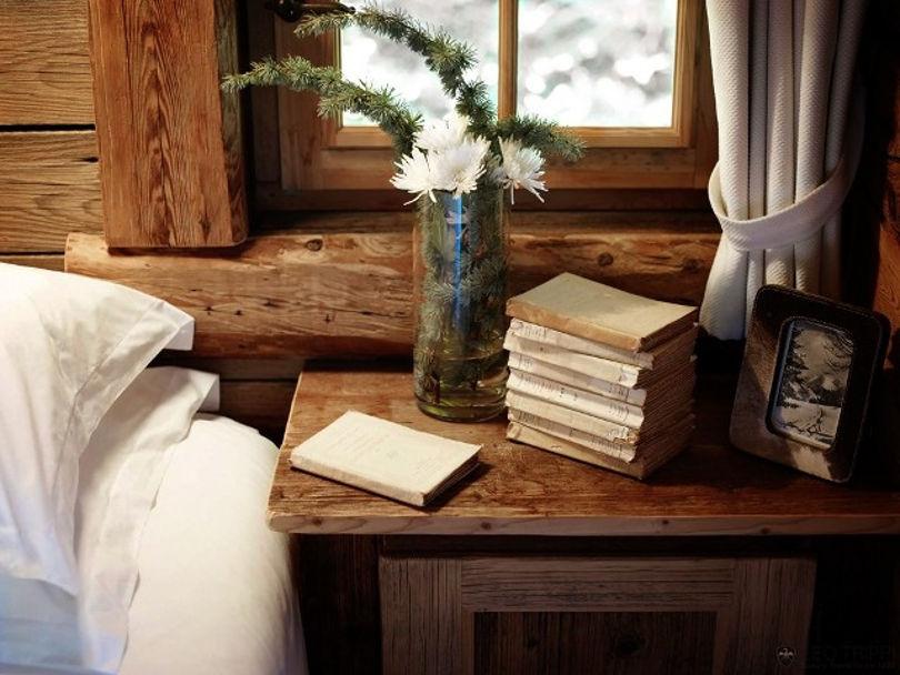 Предметы декора в интерьере спальни в стиле шале