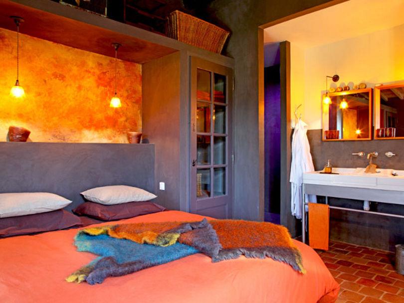 Дизайн интерьера спальни с испанскими мотивами