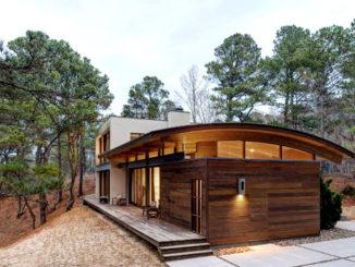 Дизайн комбинированной крыши загородного дома
