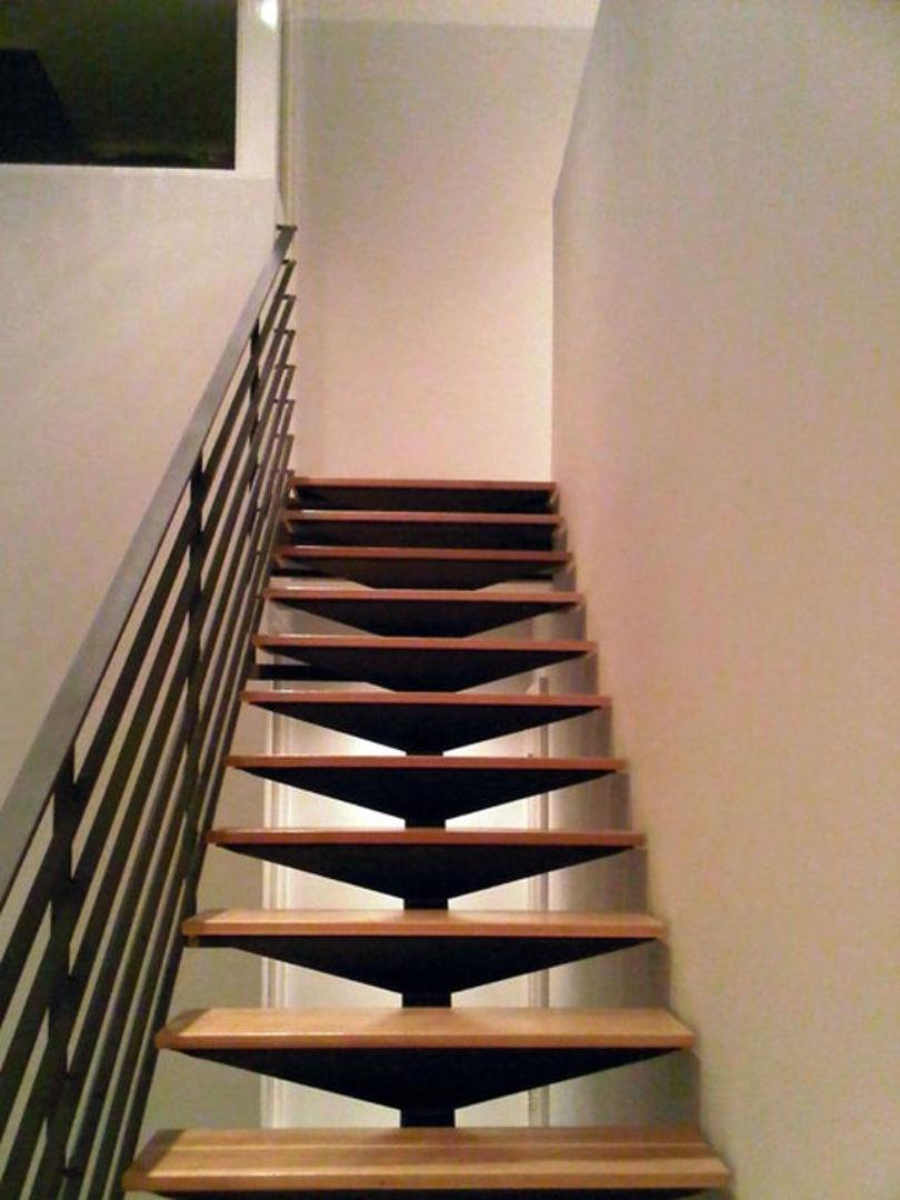 Маршевая лестница: каркас-металл, ступени-дерево, перила-металл
