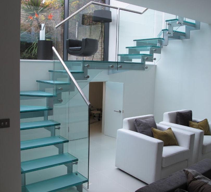Маршевая лестница с площадкой: каркас-металл, ступени и перила-стекло