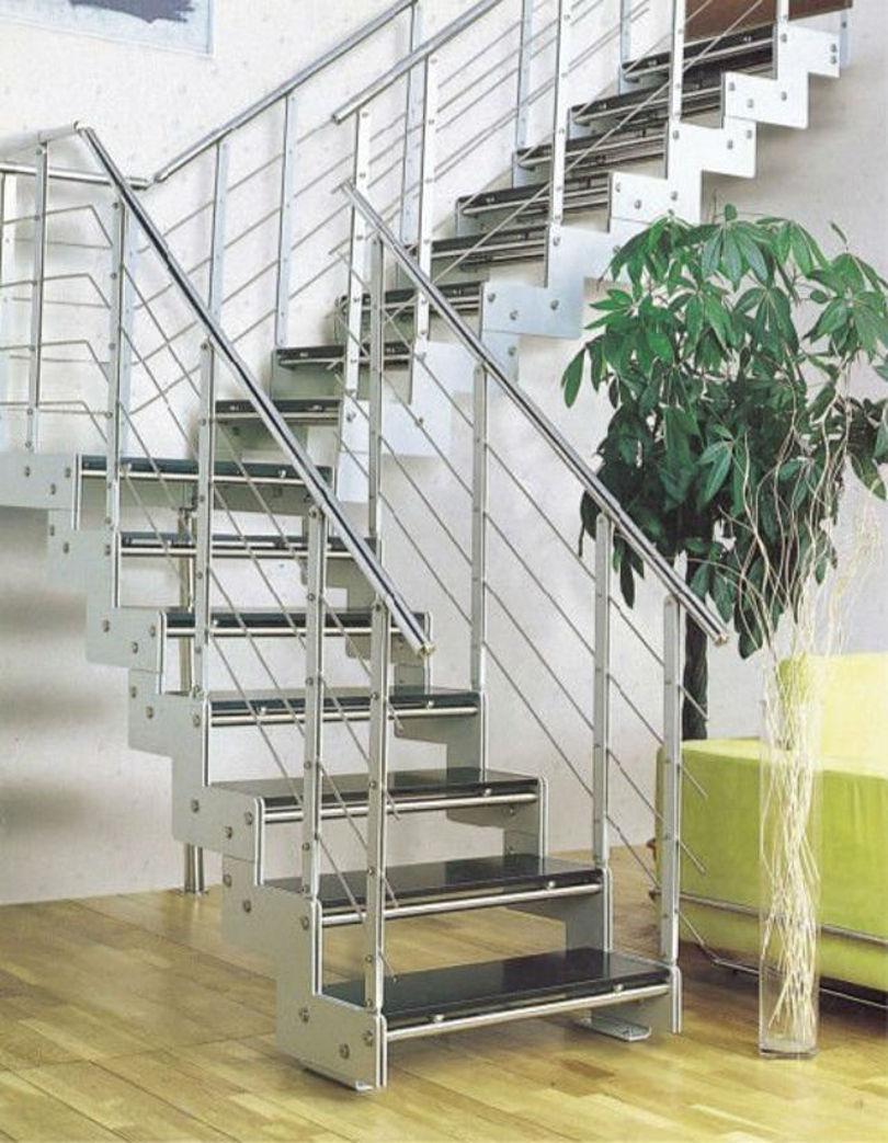 Лестница из металла с поворотом на 90 градусов