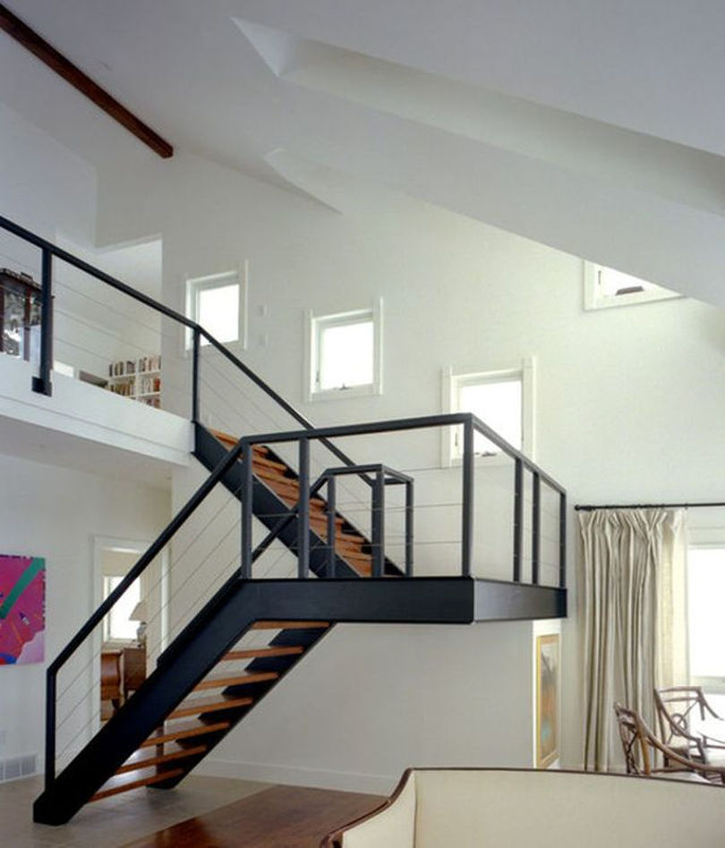 Лестница с площадкой на второй этаж