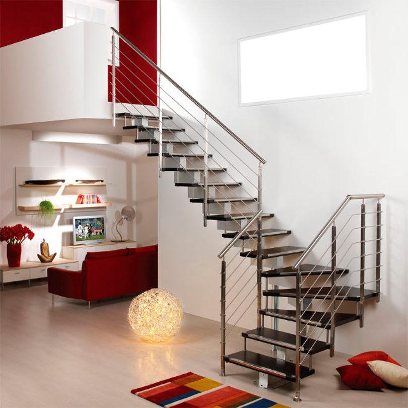 Лестница на второй этаж с поворотом на 90 градусов