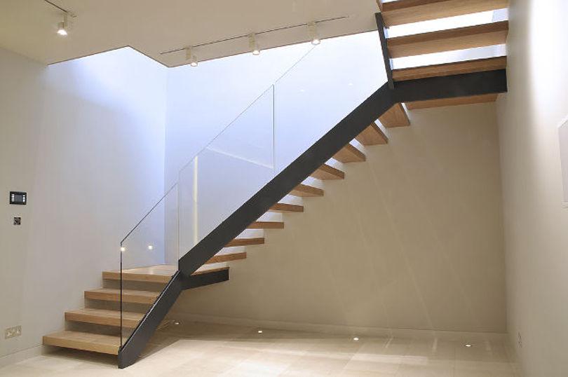 Металлическая лестница с поворотом на 180 градусов