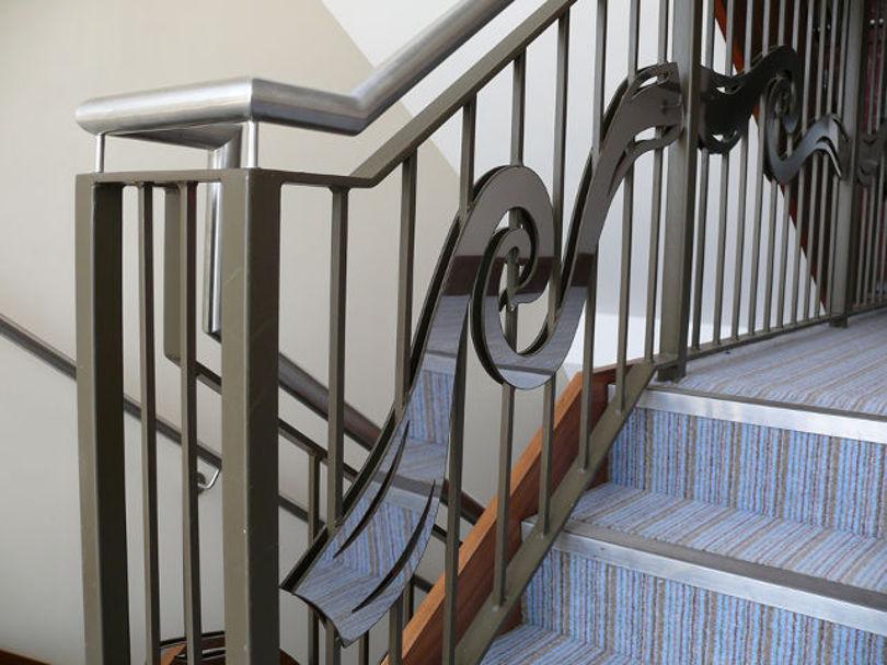 Красивые металлические перила для лестницы