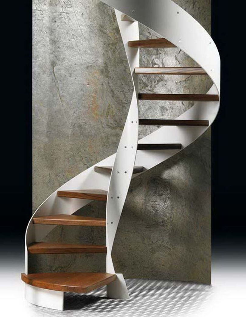 Винтовая лестница: каркас - металл, ступени - дерево