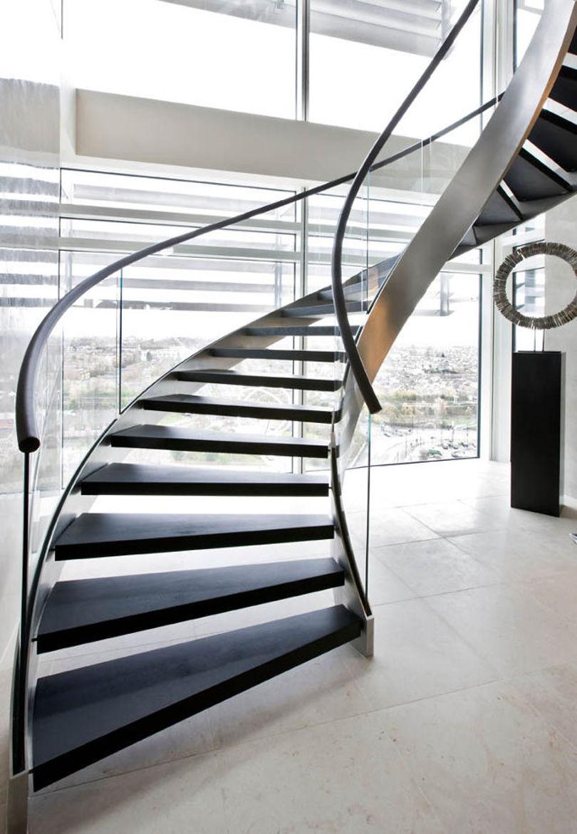 Винтовая лестница с металлическим каркасом